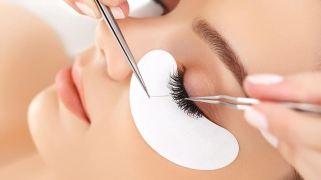 woman+getting+eyelash+extensions